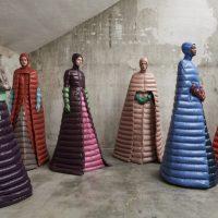 Платье-пуховик помогло Moncler стать одним из самых популярных брендов