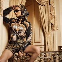 Старинные интерьеры и бархатные куртки: Белла Хадид блеснула в новой рекламной кампании Kith x Versace
