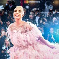 Подвинула яйцо: Леди Гага установила новый рекорд в Instagram