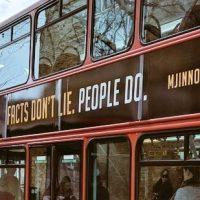 """С лондонских автобусов уберут рекламу """"невиновного"""" Майкла Джексона"""