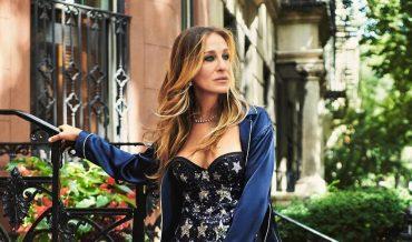 Словно студентка: Сара Джессика Паркер в стильном образе прогулялась по Нью-Йорку