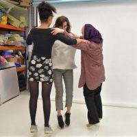 Танцевальный треугольник: в Сети набирает обороты новый забавный  челлендж