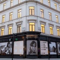 Бренд Victoria's Secret закроет более 50 магазинов по всему миру: названа причина