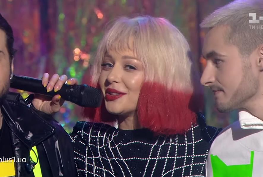 Шпильки, мини и парик: Тина Кароль в необычном образе перепела песню Рианны