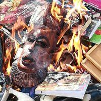 Польские священники сожгли роман о Гарри Поттере за пропаганду колдовства