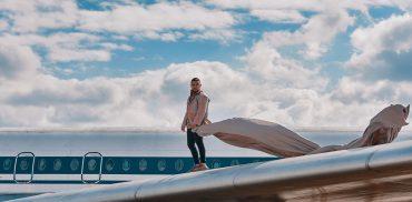 Танцы на крыле самолета: MONATIK представил новую видеоработу