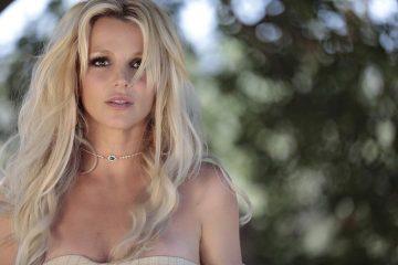 На темную сторону: Бритни Спирс снова стала брюнеткой