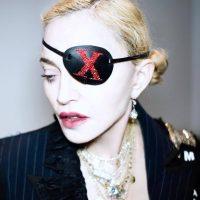 В свадебном платье и в ковбойском наряде: Мадонна презентовала новую видеоработу