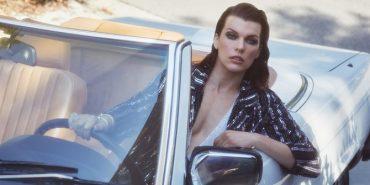 Блестящая и скромная: Милла Йовович украсила обложку итальянского ELLE