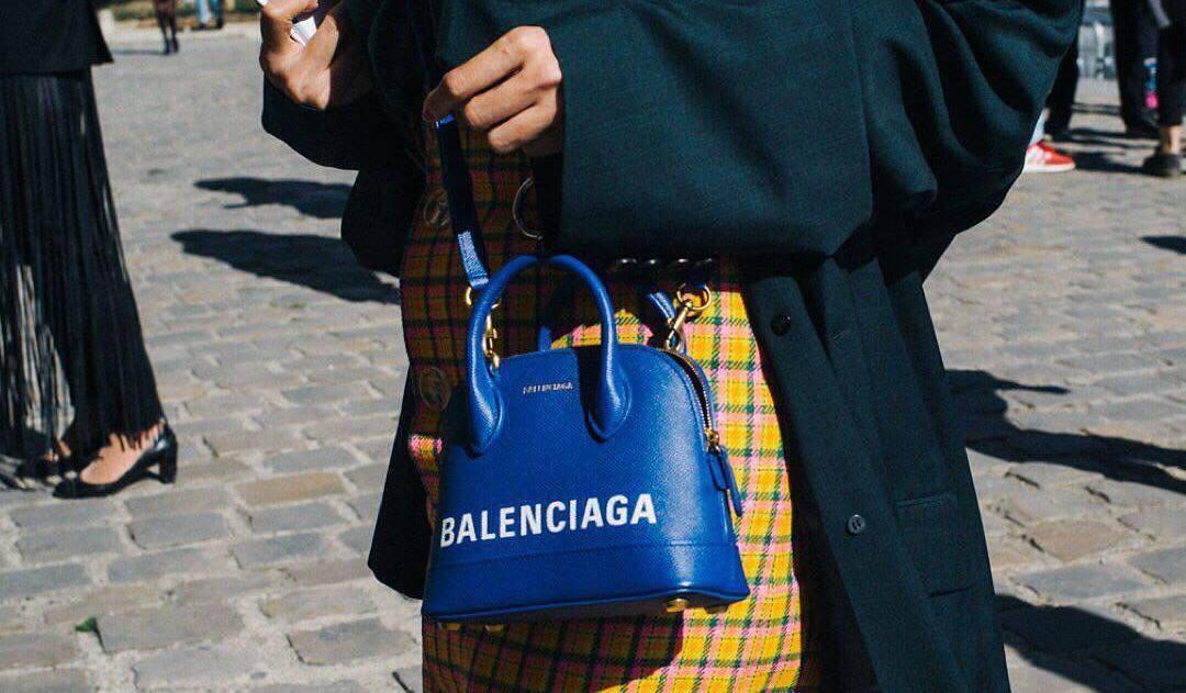 За осознанное потребление: известный ритейлер займется перепродажей дизайнерских сумок