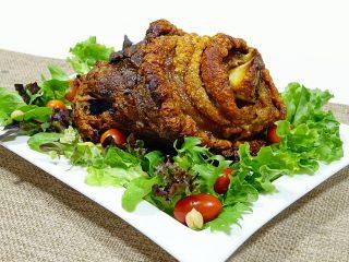 Как быстро приготовить ужин: рецепт запеченной свиной рульки