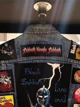 Очки Оззи Осборна и гостиная фаната: в британском музее чествуют 50-летие Black Sabbath