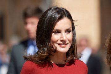 В стильном комбинезоне: королева Летиция очаровала новым total look образом