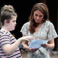 Элегантная Кейт Миддлтон очаровала выходом в королевский сад