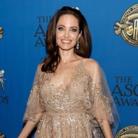 """Анджелина Джоли показала стильный образ на премьере фильма """"Малефисента"""""""