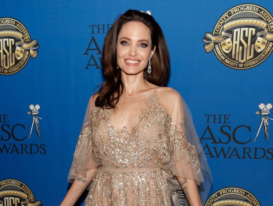 Французский шик: Анджелина Джоли продемонстрировала безупречный стиль на прогулке по Парижу