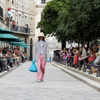 Цветочные принты и соломенные шляпки: Вирджил Абло показал мужскую линию Louis Vuitton 2020