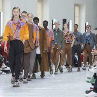 Ожерелья из камней и многослойность: в Париже презентовали коллекцию Valentino Men's Spring 2020