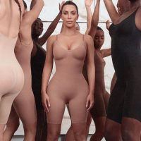 Горячая Ким Кардашян представила рекламу линейки KKW Beauty