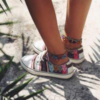Гид по fashion: как носить браслеты на ногу