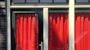 Жрицы любви в Амстердаме выступают против закрытия квартала красных фонарей