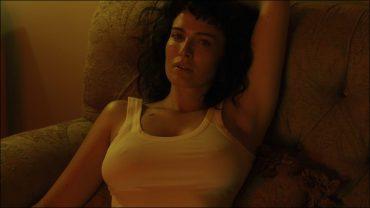 Зверь и красавица: Даша Астафьева выпустила манящее видео
