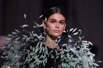 Кайя Гербер снялась в образе гранж-дивы в рекламной кампании Versace