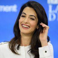 Элегантная Амаль Клуни произвела фурор на конференции в Лондоне