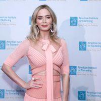 Изысканная красотка Эмили Блантблисталав роскошномплатьена благотворительном приеме