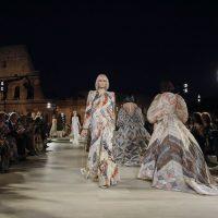 Рассвет романтики: в Риме прошло шоу Fendi в память о Лагерфельде