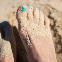Выглядеть сексуально до кончиков ногтей: идеи летнего педикюра 2019