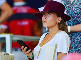 Мэри-Кейт Олсен показала стильный лук на турнире верховой езды