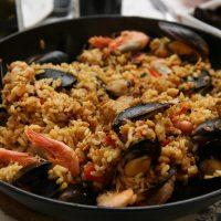 Испанский ужин: рецепт паэльи от Эктора Хименес-Браво