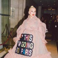 Эпоха мемов и нецензурщины: Кристина Агилера произвела фурор на модном шоу Viktor & Rolf
