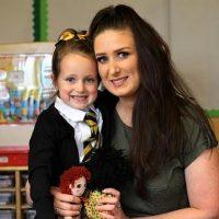 Первый день в школе: пятилетняя девочка из Шотландии стала звездой Сети
