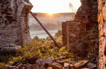 В Tinder появились профили украинских замков