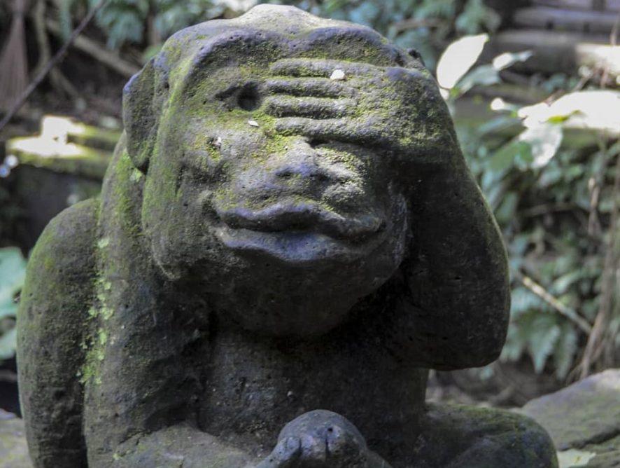 На Бали за плохое поведение туристов обещают отправлять домой или на ритуал
