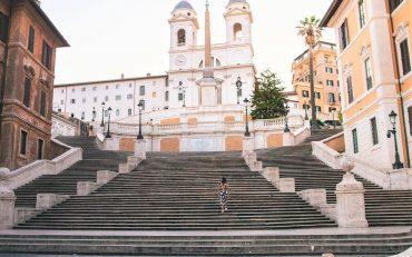 В Риме туристам запретили сидеть на знаменитой Испанской лестнице