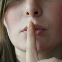 Страшные тайны: кому безопасно доверять чужие секреты