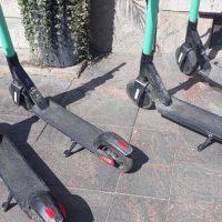 В Хельсинки выписали первые штрафы за электроскутеры на тротуаре