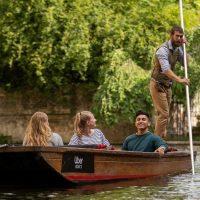 Английская прогулка: в Кембридже предлагают уикенд на Uber Boat