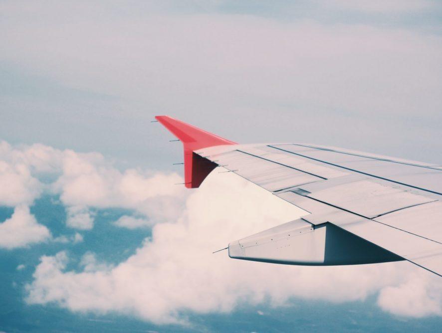 Как ухаживать за собой в самолете: 7 бьюти-секретов