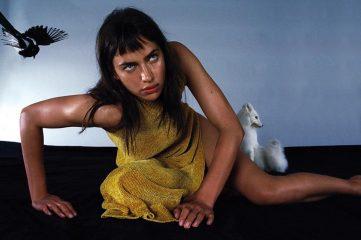 В компании с волками: Ирина Шейк снялась для немецкого глянца
