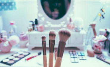 Бьюти-ритуал: как правильно использовать пудру для бровей