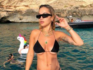 Кейт Мосс на Сен-Тропе, Рита Ора - на Ибице: 7 ярких пляжных образов звезд