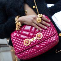 Футболки с неправильными картами: Versace угодли в скандал с азиатами