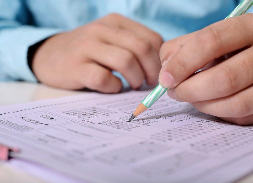 Без часов и с проверкой туалетов: британским школьникам могут усложнить жизнь на экзаменах