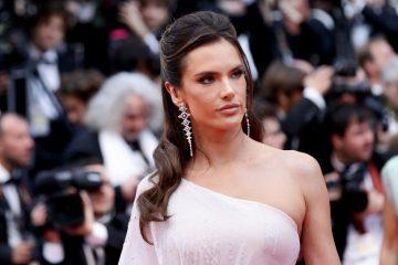 Алессандра Амбросио покорила белым нарядом на благотворительном вечере