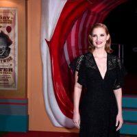 """Джессика Честейн появилась в черном на премьере фильма ужасов """"Оно 2"""""""
