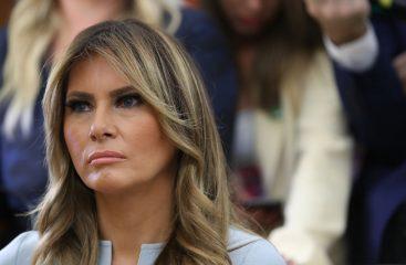 На случай переговоров: Меланья Трамп подчеркнула фигуру стильным аутфитом